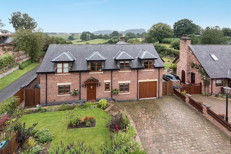 4 bedroom  Detached House for Sale in Tiverton