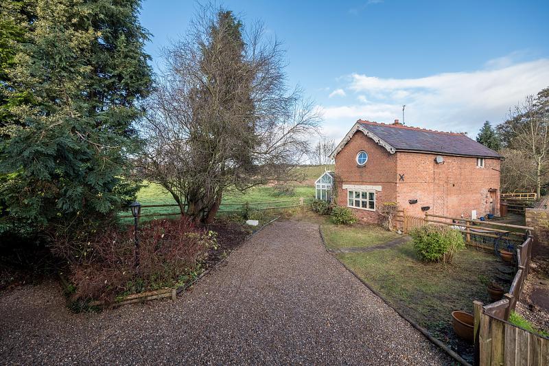 2 bedroom  Detached House for Sale in Cotebrook