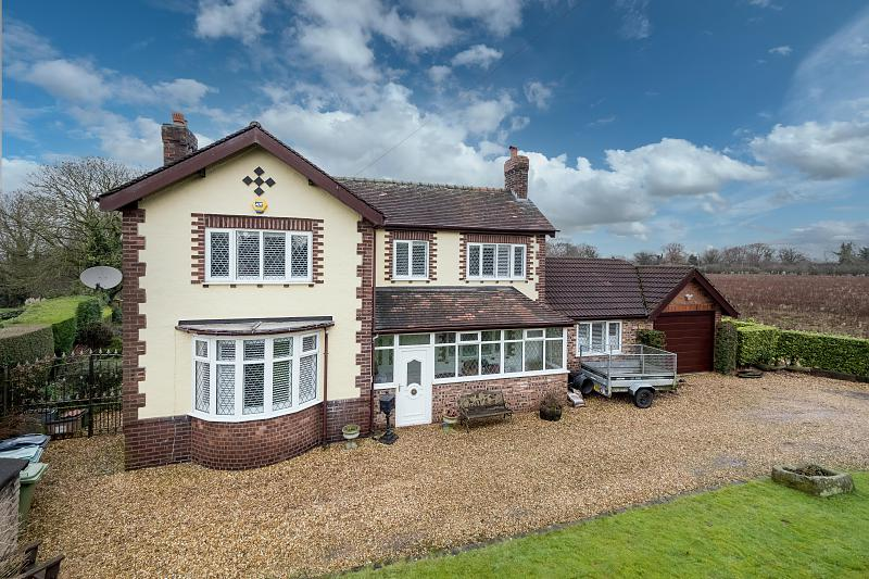 3 bedroom  Detached House for Sale in Lostock Gralam
