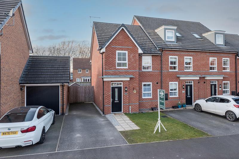 3 bedroom  End Terrace House for Sale in Winnington