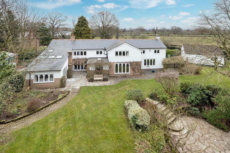 5 bedroom  Detached House for Sale in Christleton