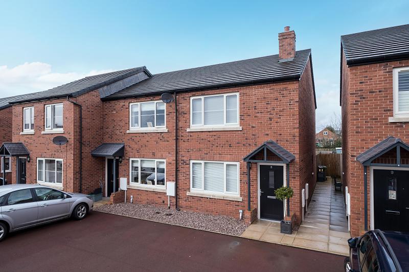2 bedroom  End Terrace House for Sale in Ashton