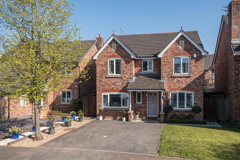 4 bedroom  Detached House for Sale in Kingsmead