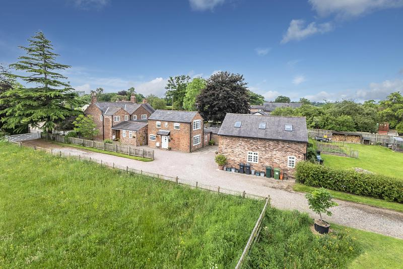 6 bedroom  Detached House for Sale in Christleton