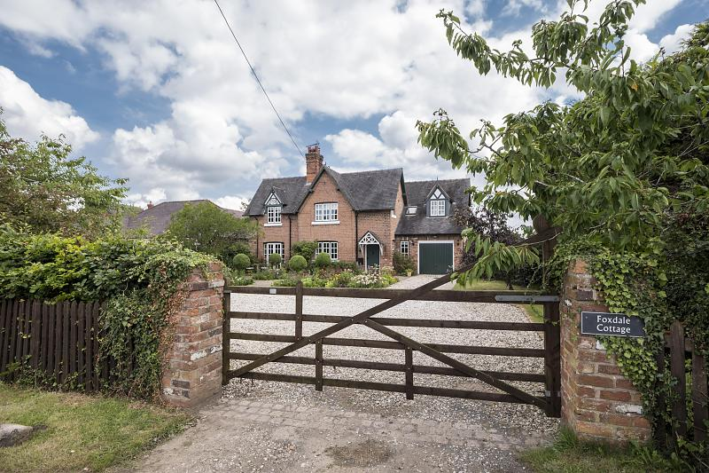 5 bedroom  Detached House for Sale in Bunbury
