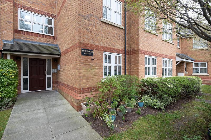 2 bedroom  Ground Floor Flat for Sale in Kingsmead