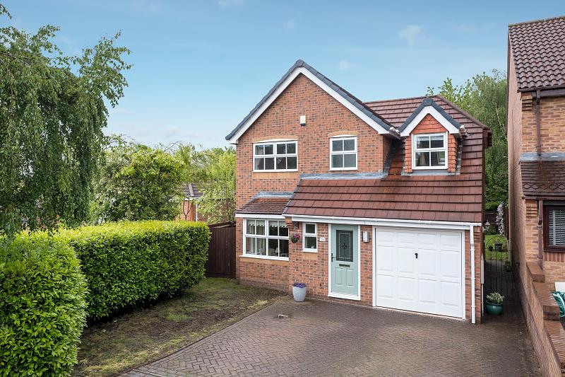 3 bedroom  Detached House for Sale in Kingsmead
