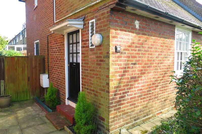 Dover House Road,  Putney,  SW15 5AF.