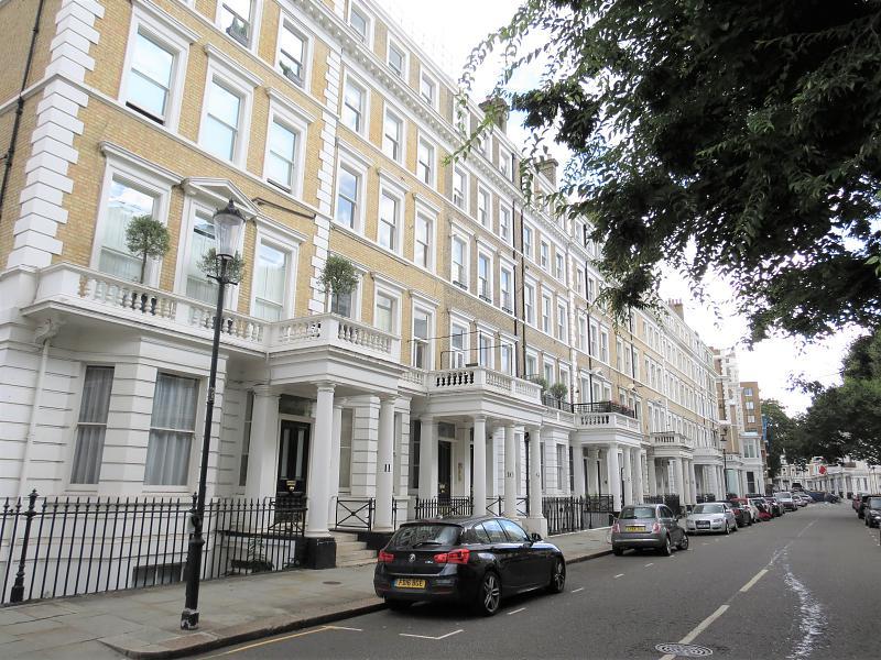 Flat  Southwell Garden,  South Kensington,  SW7 4SB.