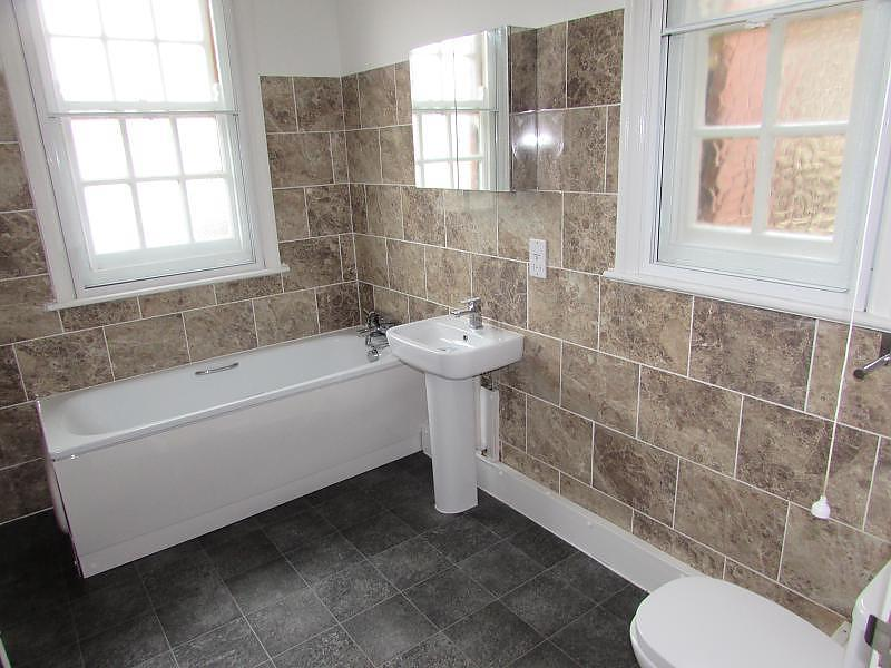 Bathroom (Main)